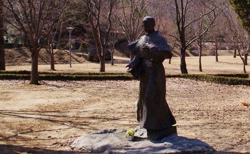 성막시밀리아노 콜베의 동상